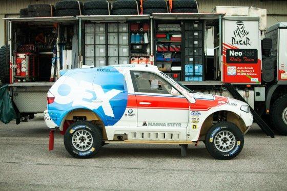 Elijaus Kniežausko nuotr./Vienas iš dviejų Dakare važiuosiančių BMW automobilių