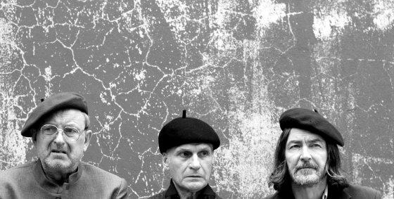 P. Venslovas (kairėje), A. Kėleris, G. Adomaitis (dešnėje)