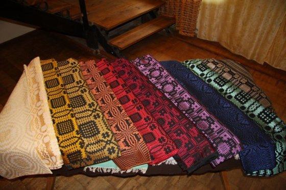 B. Želvienės austų lovatiesių spalvų gama