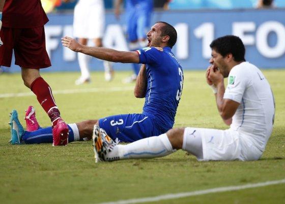 """""""Reuters""""/""""Scanpix"""" nuotr./Giorgio Chiellini ir Luisas Suarezas"""