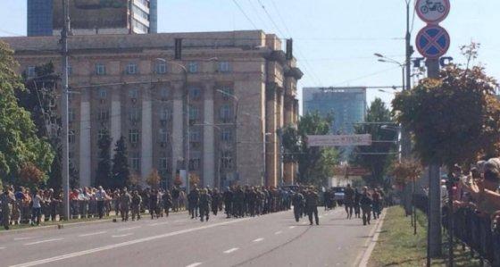 Ekaterina Sergatskova/facebook.com/Per centrinę Donecko gatvę teroristai pražygiavo su karo belaisviais ukrainiečiais