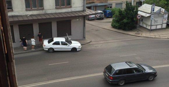 """Kaune į namo sieną trenkėsi """"Peugeot"""""""