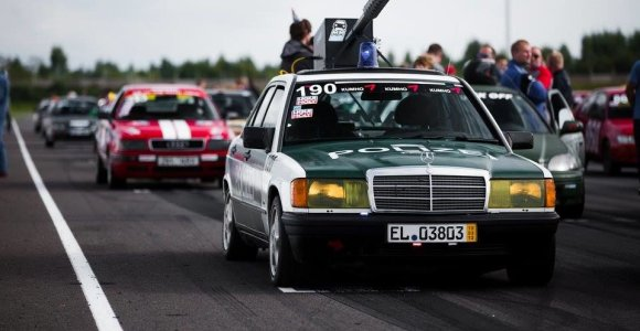 Estai organizuoja lenktynes automobiliais, kurie kainuoja iki 700 eurų