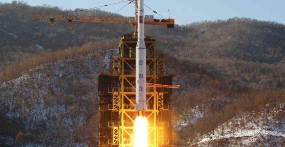 Dviveidystė: Maskva smerkia Šiaurės Korėją ir... duoda detalių raketoms?
