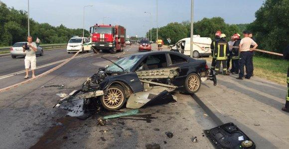 Kaune BMW ir VW avarijoje nukentėjo trys žmonės
