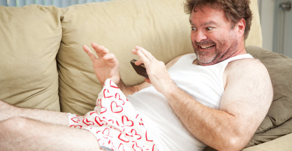 Reguliarus pornografijos žiūrėjimas sumažina smegenis