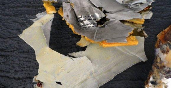 """""""EgyptAir"""" katastrofa: juodosios dėžės duomenys patvirtina dūmus orlaivio salone"""