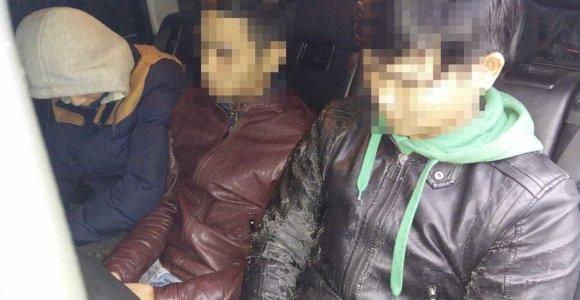 Policija Marijampolėje sulaikė VW, kuriuo tadžikas vežė vietnamiečius