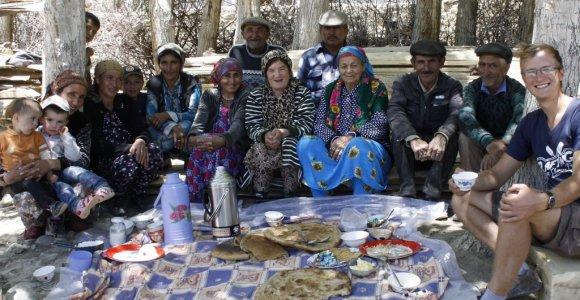 Autostopu po Centrinę Aziją: vežti nemokamai nenorintys vietiniai vėliau vos išleidžia iš savo namų