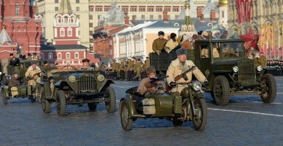 Lietuvos atstovas vėl nevyks stebėti karinio parado Maskvoje