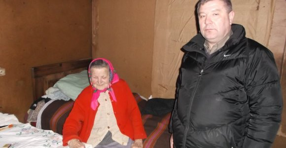 Akmenės rajone 84 metų senolė mirties liepsnose išvengė budraus kaimyno dėka