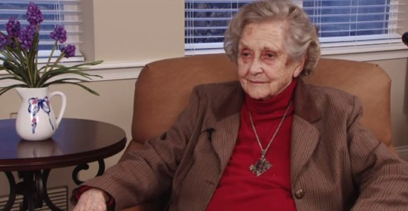 Seniausia JAV šnipė Elizabeth McIntosh atšventė 100 metų jubiliejų