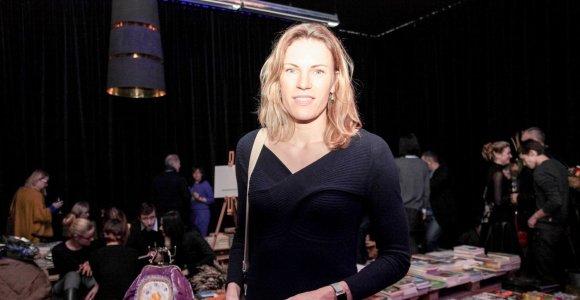 Rankinių pristatyme pasirodžiusi Austra Skujytė atvirauja: jos dienotvarkę reguliuoja sūnus