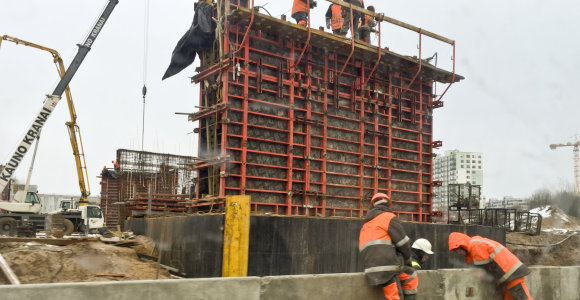 Vilniaus aplinkkelio statybose metalinis vamzdis užkrito ir sužalojo darbininką