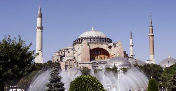 """Musulmonai Turkijoje reikalauja leisti melstis muziejuje """"Hagia Sophia"""" Stambule"""