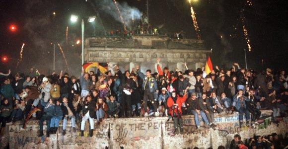Valstybės Dūma svarsto galimybę perrašyti Vokietijos 1989 m. suvienijimo istoriją