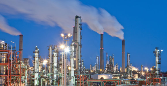 Prognozė: naftos kaina iki 100 dolerių už barelį nepakils 10 metų