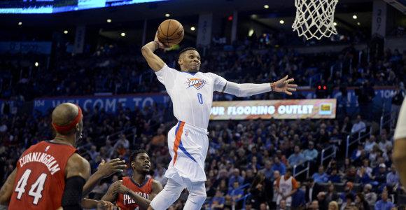 """NBA: įsismaginę """"Thunder"""" lyderiai ir fantastiškas G.Antetokounmpo blokas"""