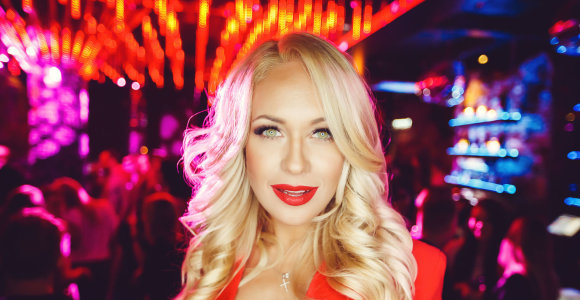 Iš Sicilijos grįžusi Oksana Pikul-Jasaitienė šėlo naktiniame klube