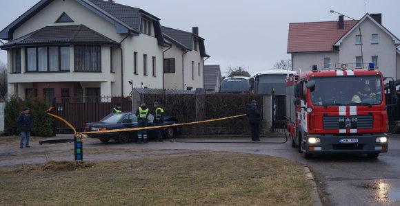 """Klaipėdoje sunegalavus """"Audi"""" vairuotojui nevaldomas automobilis rėžėsi į tvorą"""