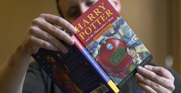 """Turite seną """"Hario Poterio"""" kopiją? Ji gali būti verta net 50 tūkst. dolerių"""