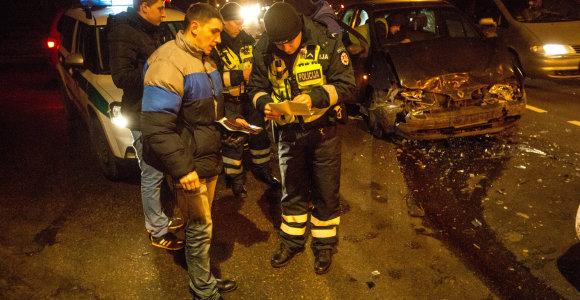 Vilniuje netikėtai į perėją išėjęs pėstysis privertė susidurti net 3 automobilius