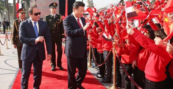 Egipto prezidentas pakalbėti apie taupymą vyko 4 kilometrų ilgio raudonuoju kilimu