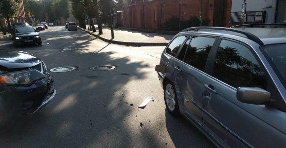 """Klaipėdos centre Valdemaro Tomaševskio """"Mitsubishi"""" atsirėmė į Simono Gentvilo BMW"""