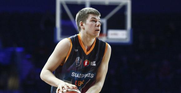 Balandžio mėnesio LKL krepšininkas Rokas Giedraitis nupirko draugams šakotį