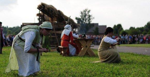 """Festivalio """"Naisių vasara 2012"""" staigmena – Baltų dievų ir Inkilų muziejai"""
