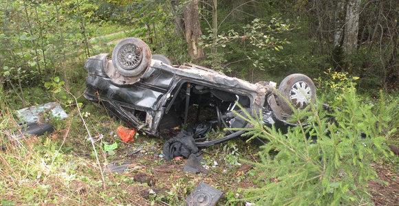 Utenos rajone apsivertė automobilis, vienas žmogus žuvo