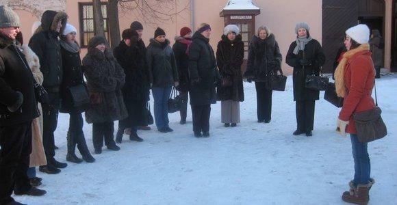 Siūloma ekskursijoje iš tolo pažiūrėti į Vilniuje gyvenančių garsių žmonių namus
