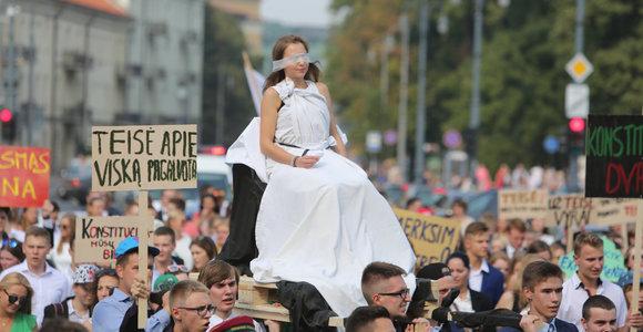Centrinėmis Vilniaus gatvėmis – spalvinga studentų ir dėstytojų eisena