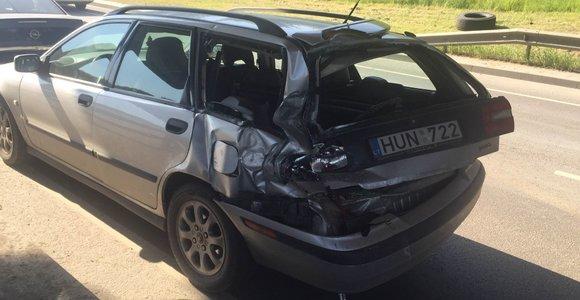 Didelė ryto avarija Oslo g. Vilniuje paralyžiavo eismą pakeliui nuo Gariūnų