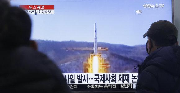 Grasinimai išsipildė: Šiaurės Korėja paleido didelio nuotolio raketą