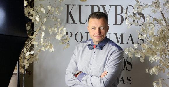 """Rankdarbių fotosesijoje dalyvavęs Gediminas Juodeika: """"Jais turi domėtis ir vyrai"""""""
