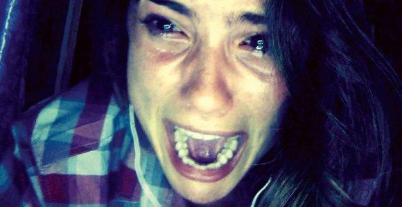 """""""Išmesta iš draugų"""" – juokingai baisus siaubo filmas apie paauglių pasaulį socialiniuose tinkluose"""
