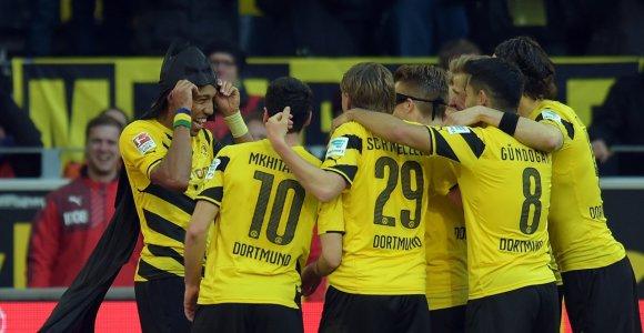 """Bundeslygoje """"Borussia"""" rungtynių pabaigoje sutriuškino """"Schalke"""""""