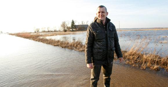 """Šalia vandens kelio gyvenantis Bronius: """"Per potvynį mašiną keičiu į valtį"""""""