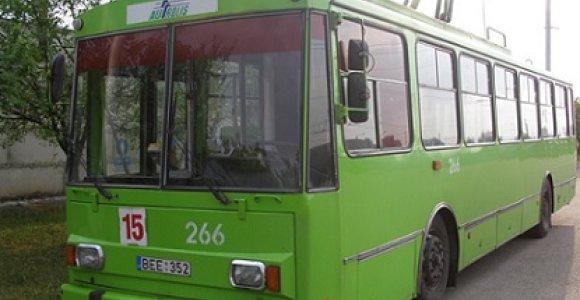 Savaitei nutraukiamas troleibusų eismas Kauno Nemuno gatve