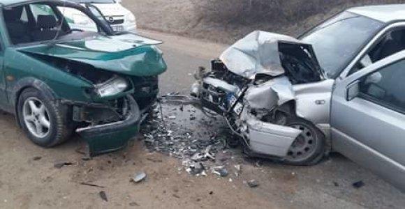 Marijampolės apylinkėse įvykus avarijai nukentėjo 3 žmonės, vienas prispaustas
