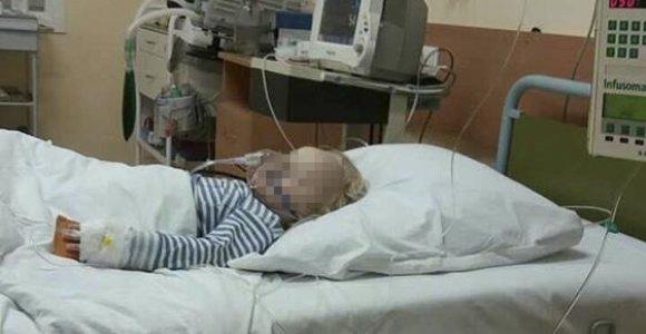 Meningokokine infekcija susirgusi, bet medikų namo išsiųsta dvimetė gelbėjama reanimacijoje