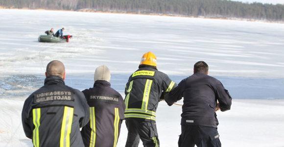 Žvejyba ir nuotykiai ant tirpstančio ledo: šįmet ištraukė dešimtis žmonių