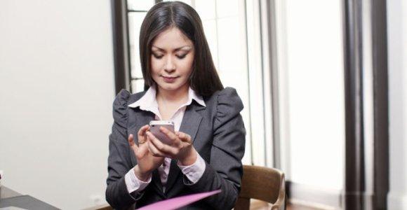 """Nauja """"Omnitel"""" paslauga padės kontroliuoti išlaidas mobiliajam internetui užsienyje"""