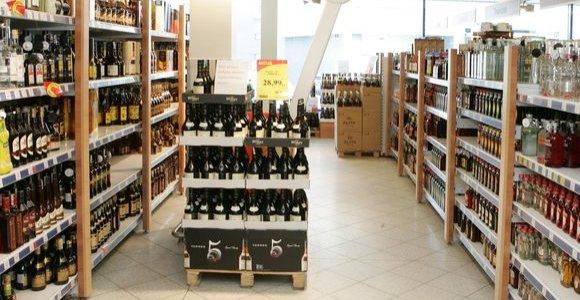 Seimas spręs, ar leisti prekybą alkoholiu rugsėjo 1-ąją, sekmadienį
