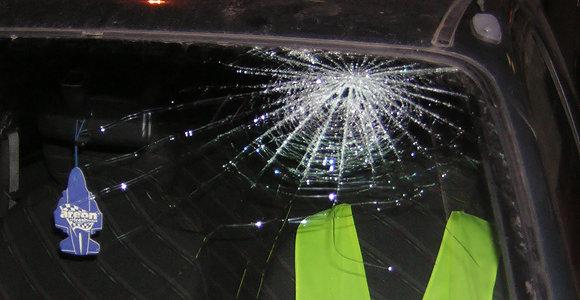 Kodėl, nutirpus sniegui, dažniau dūžta automobilių stiklai