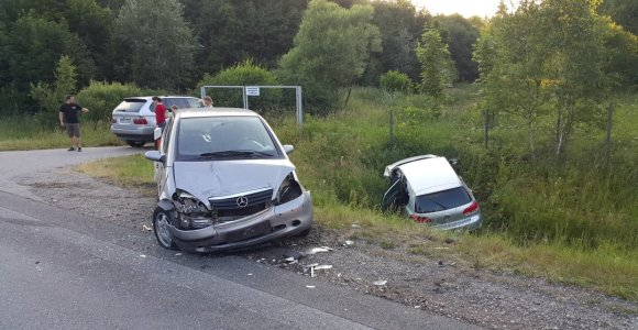 Grįžtančiųjų iš pajūrio kelionę lėtino ir spūstys, ir avarijos greitkelyje už Klaipėdos bei ties Kaunu