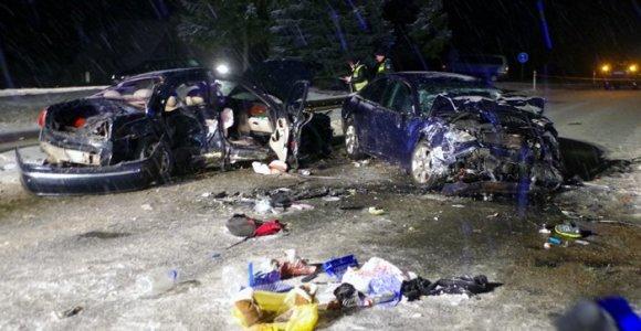 Tragedija kelyje Utena-Kirdeikiai: žuvo 14 metų mergaitė ir 6 metų berniukas