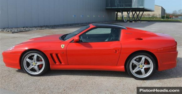 """""""575 SuperAmerica"""" – 540 arklio galių turintis """"Ferrari"""" kabrioletas, kurį medžioja kolekcininkai"""