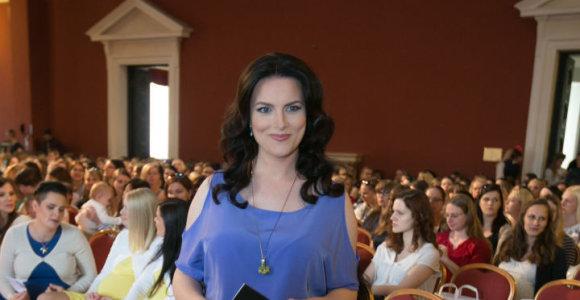Aštuntą mėnesį nėščia Živilė Vaškytė vedė renginį beveik 500 besilaukiančių mamų
